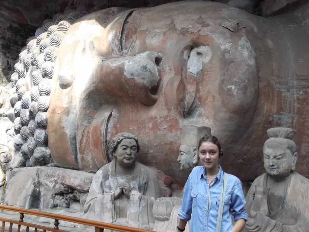 Огромни Буда