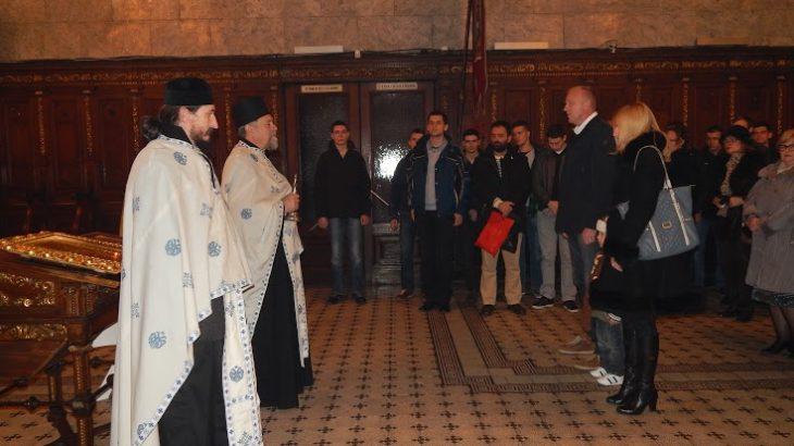 Sveštenici činodejstvuju i kumovi Slave