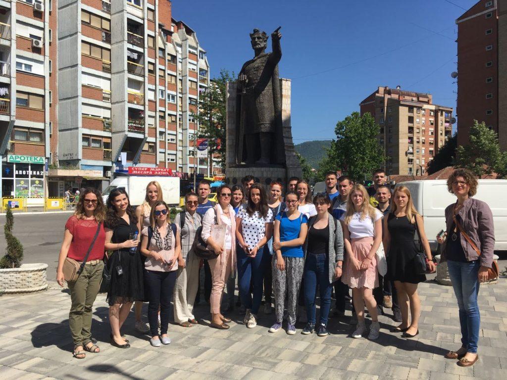 Ispred spomenika Cara Lazara u Kosovskoj Mitrovici